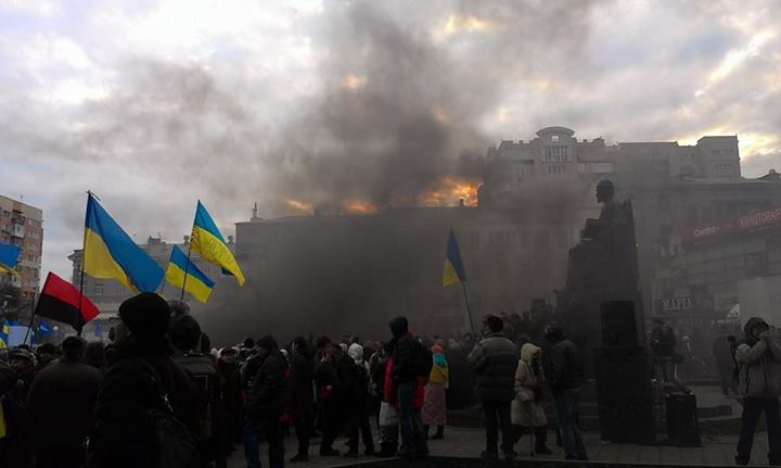 Харьковский Евромайдан забросали шашками