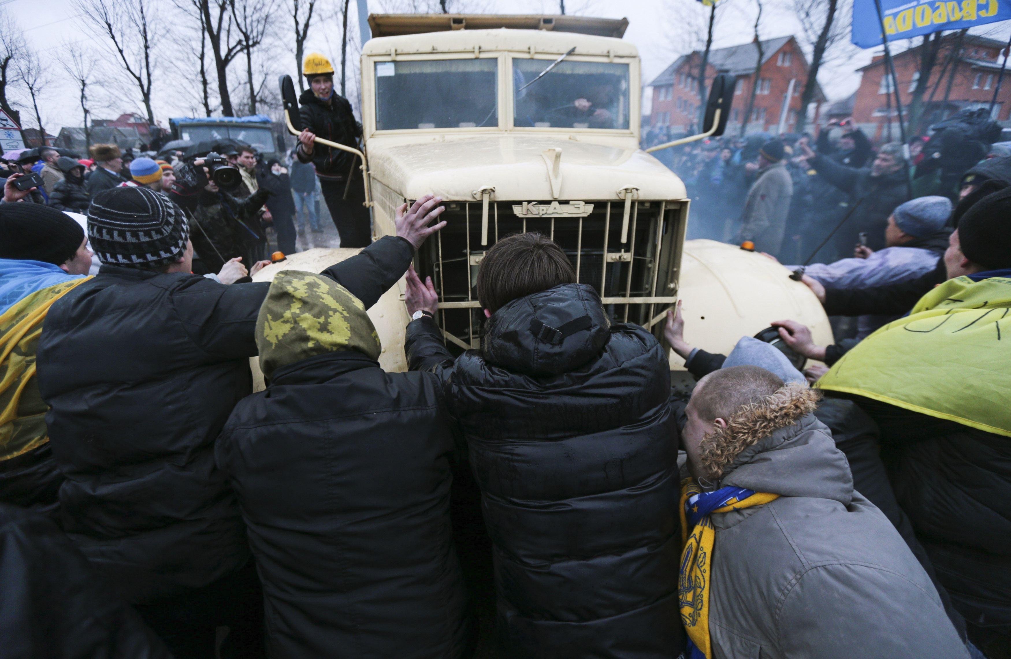 Автомайдановцы прорвали один из кордонов