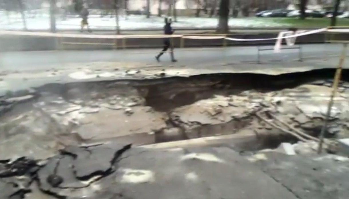 Авария теплосети на улице Красноармейской.