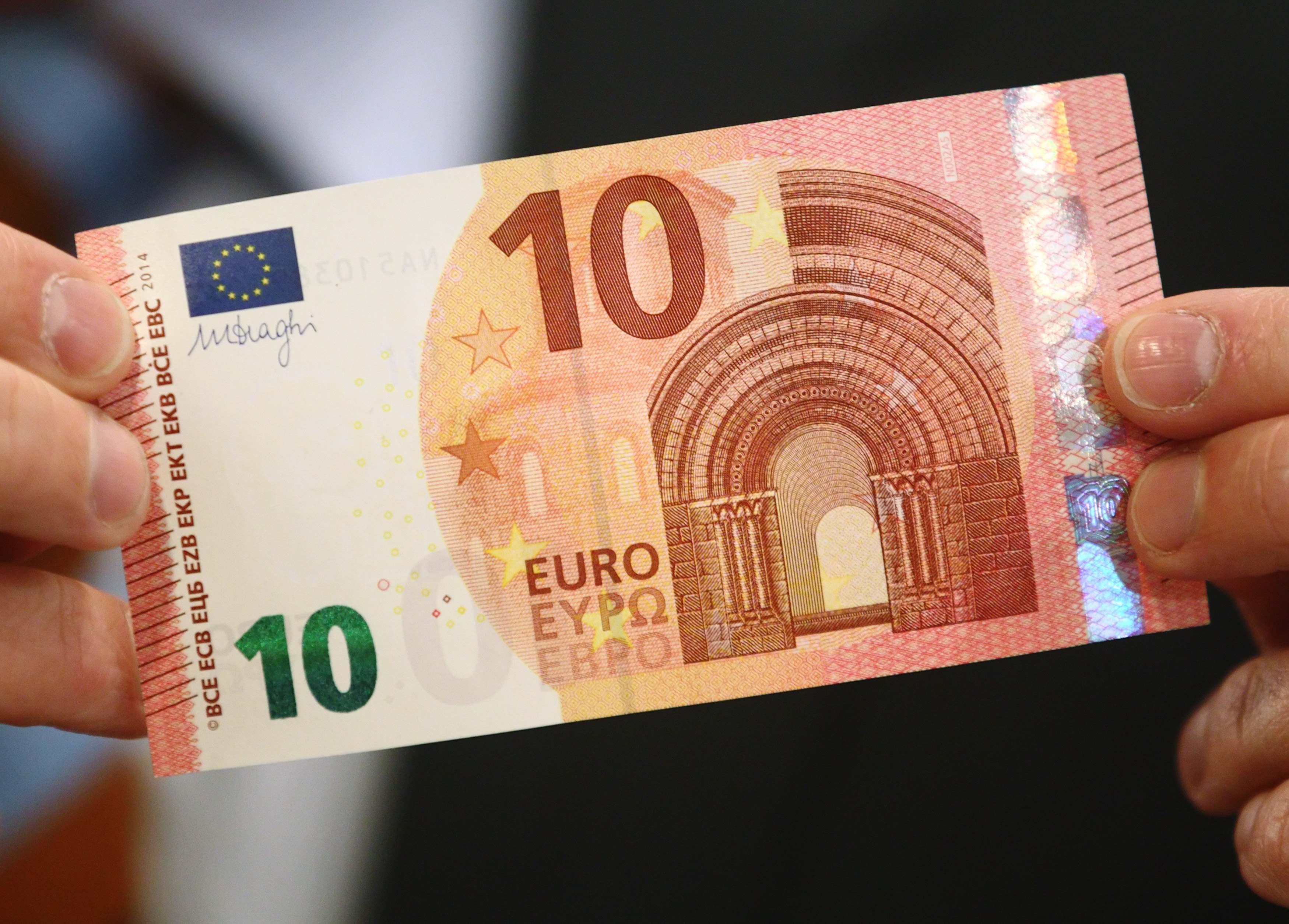 Нацбанк ощутимо повысил курс гривни к евро