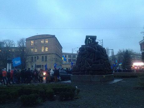 Колонны сторонников Партии регионов возле м. Арсенальная