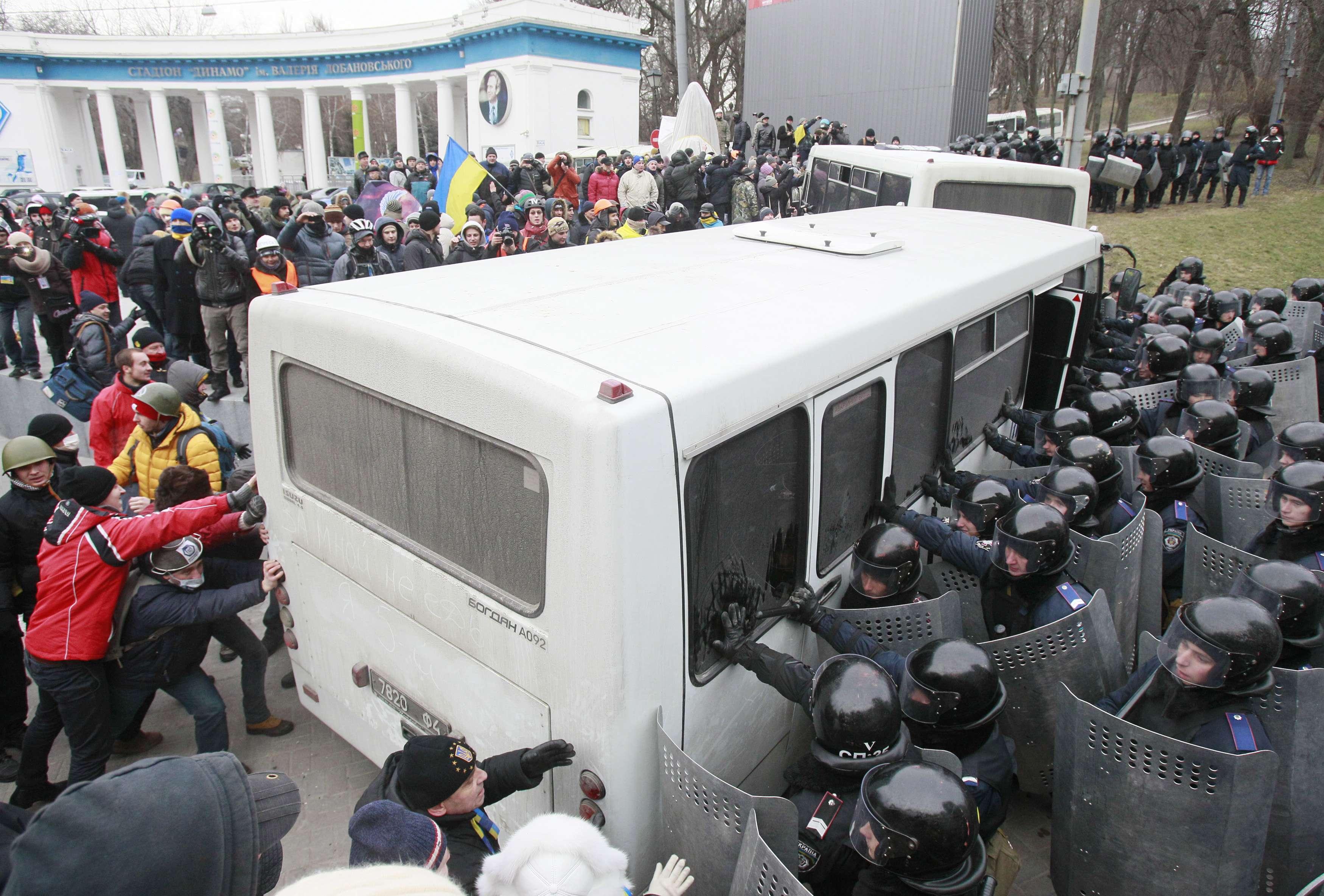 Автомайдан прорывается в правительственный квартал