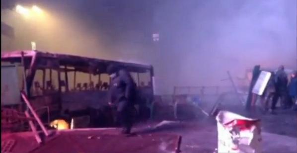 На Грушевского догорает последний милицейский автобус.