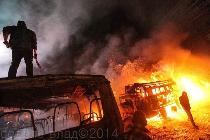На Грушевского сожгли 4 автобуса и 2 грузовика