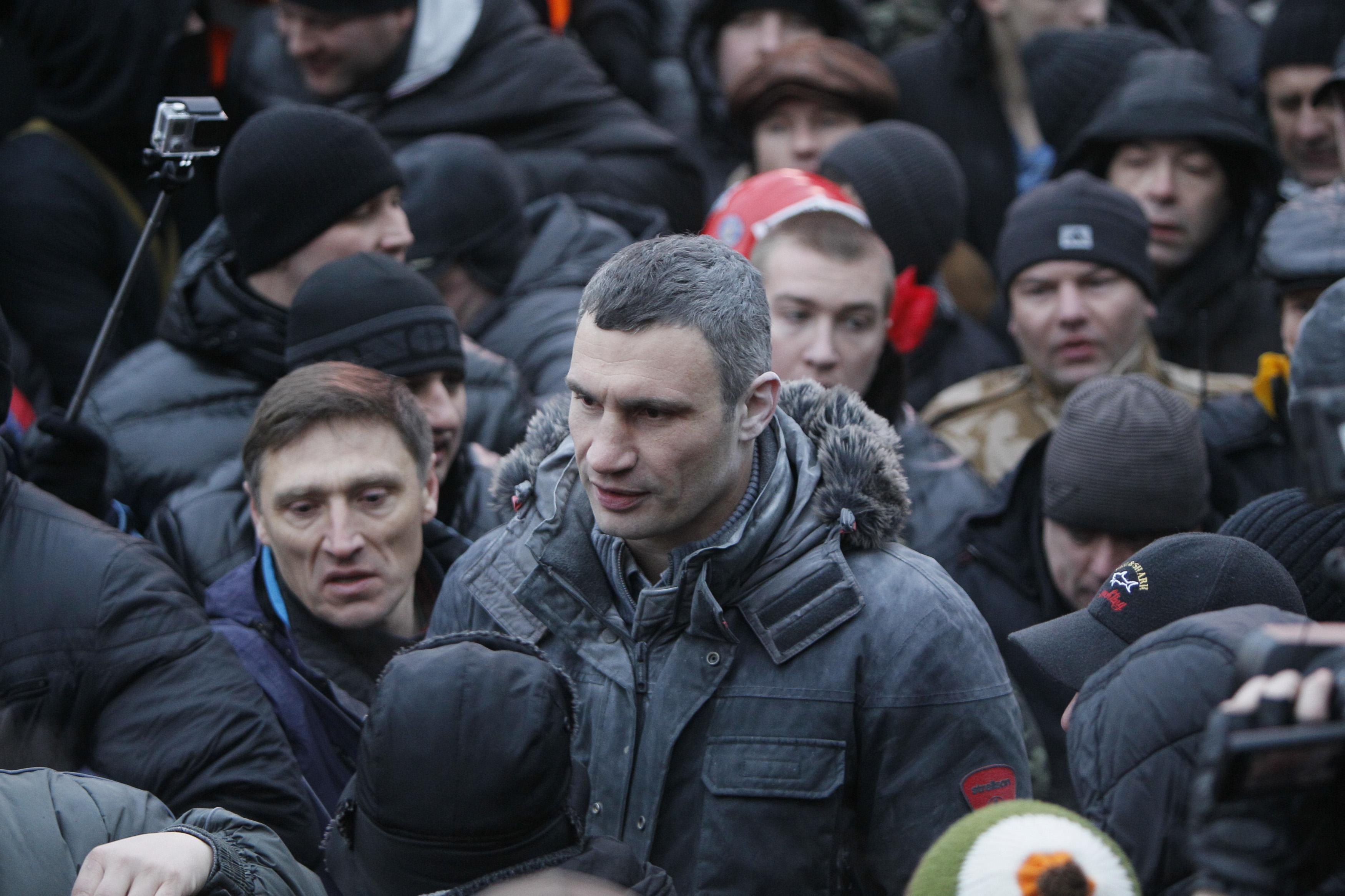 Неизветные атаковали Виталия Кличко из огнетушителя