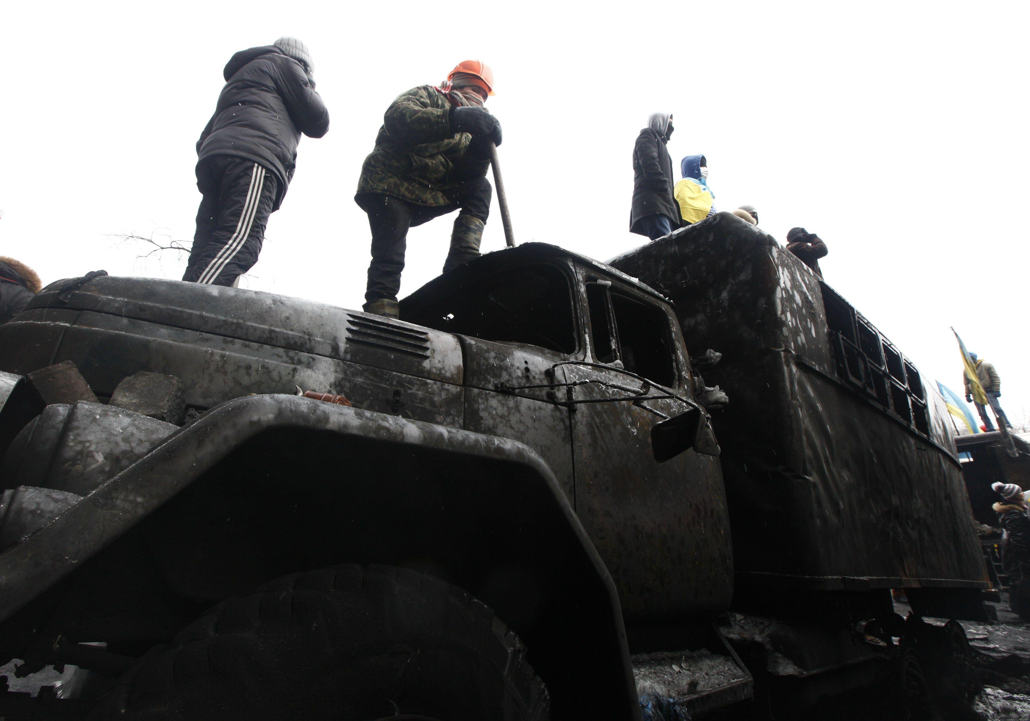 На Грушевского создают новую баррикаду