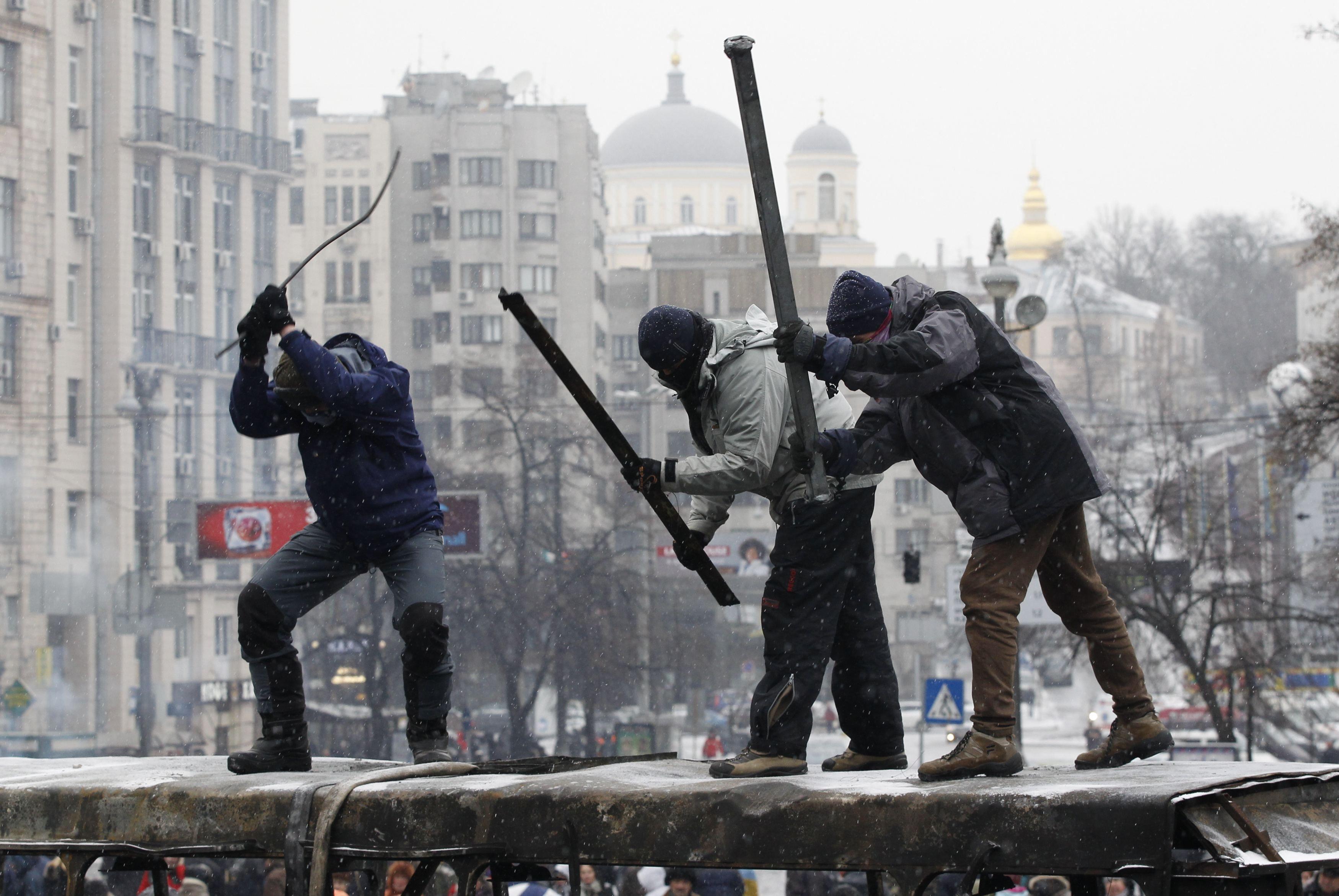 """Протестующие бьют в """"барабаны"""""""
