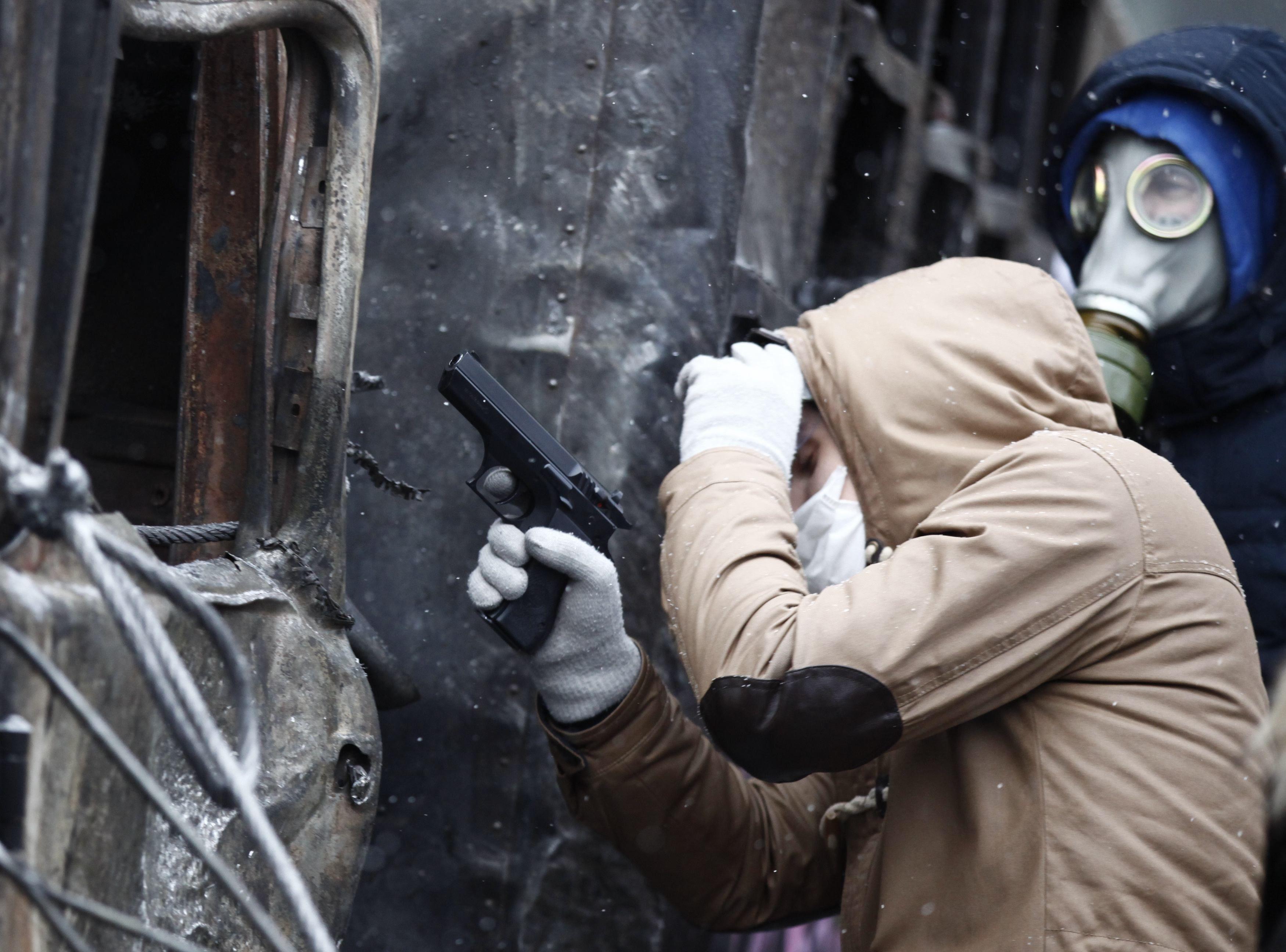 При столкновеаниях на Грушевского протестующие использовали пневматическое оружие