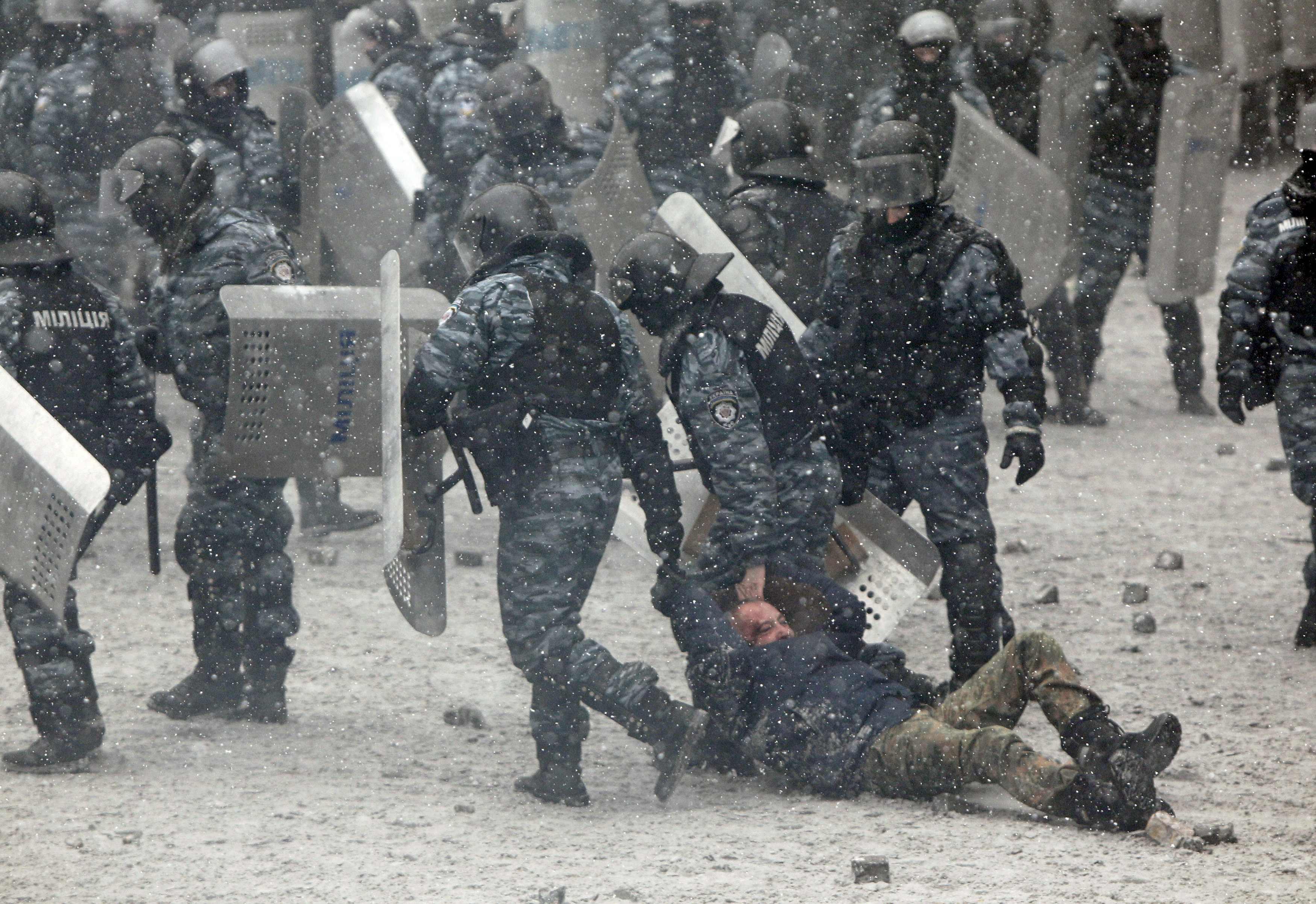 МВД уверяет, что милиция не нападает на протестующих на Грушевского