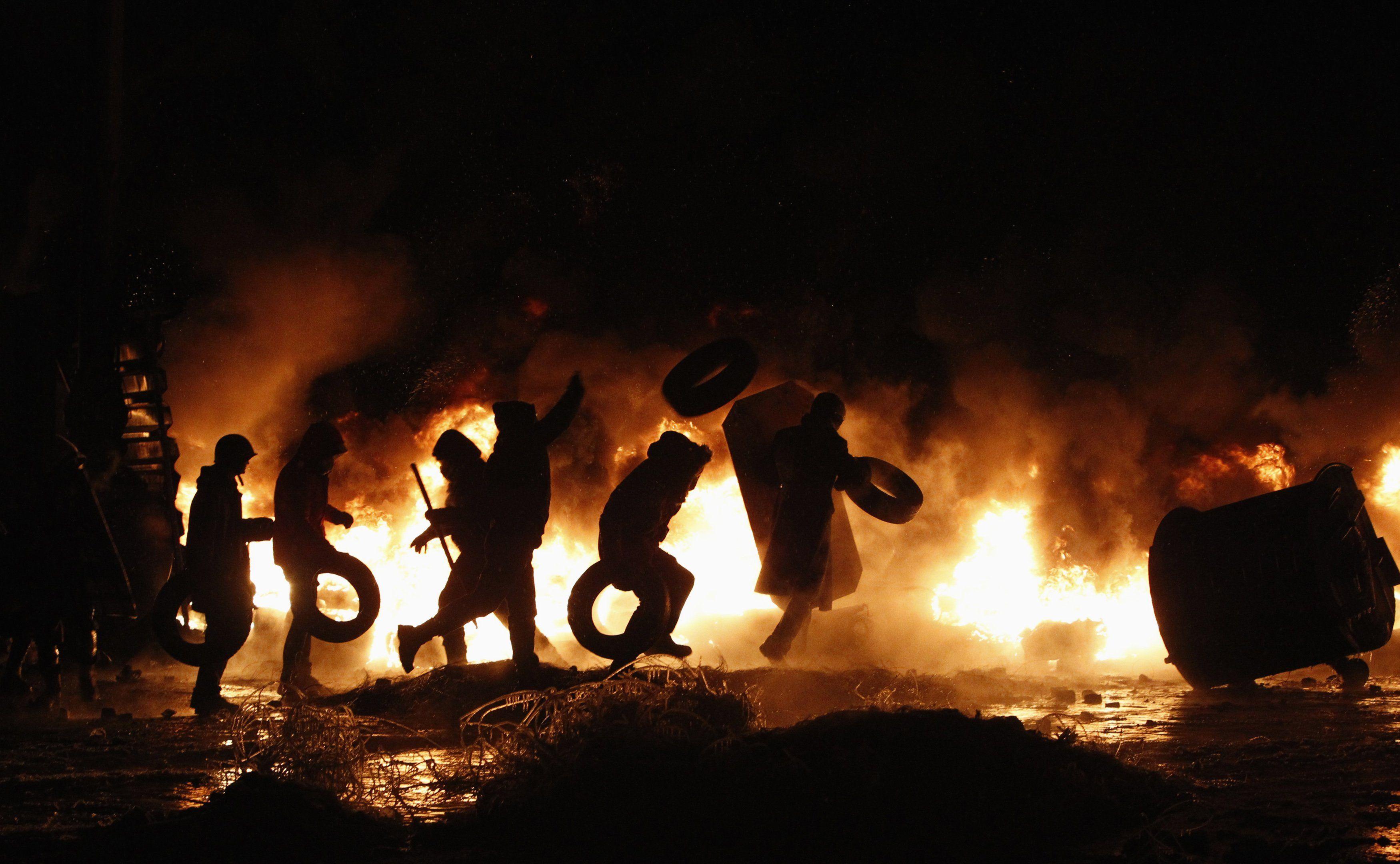 На Грушевского продолжаются пожары и стычки