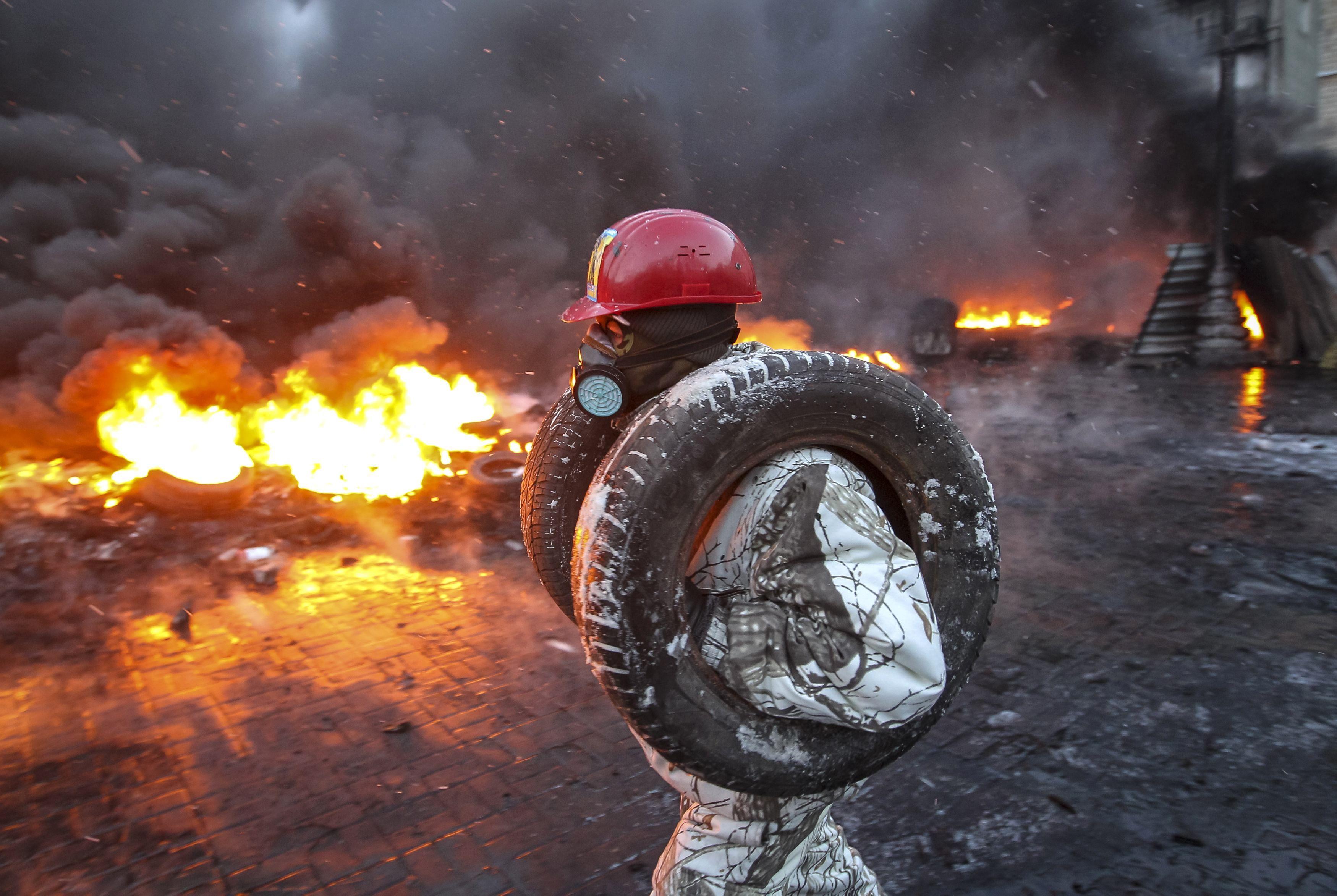 Резиновая шина для огненная баррикада