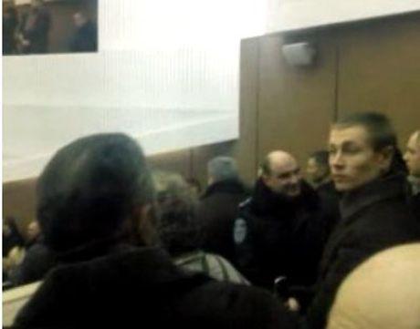 Митингующие прорвались на заседение облсовета