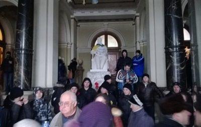 Протестующие возле Полтавской ОГА