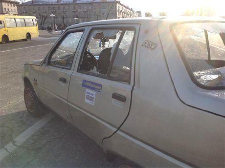Разбитая в Черкассаз машина Автомайдана
