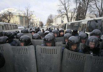 Сотрудники МВД на улице Грушевского, иллюстрация