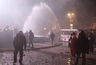 Водометы в центре Киева, иллюстрация