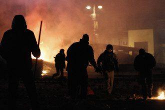 В центре Киева третьи сутки идут столкновения силовиков и протестующих