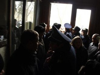Активисты ворвались в ОГА