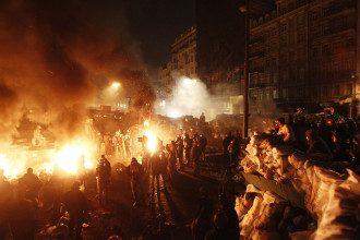 Протест на Грушевского продолжается