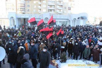 Тысячи людей осадили Волынский облсовет