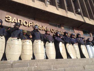 Кордон милиции на входе в ОГА