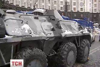 На ул.Грушевского расположилися БТР.