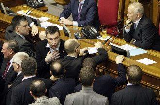 Рада в день голосования по скандальному закону