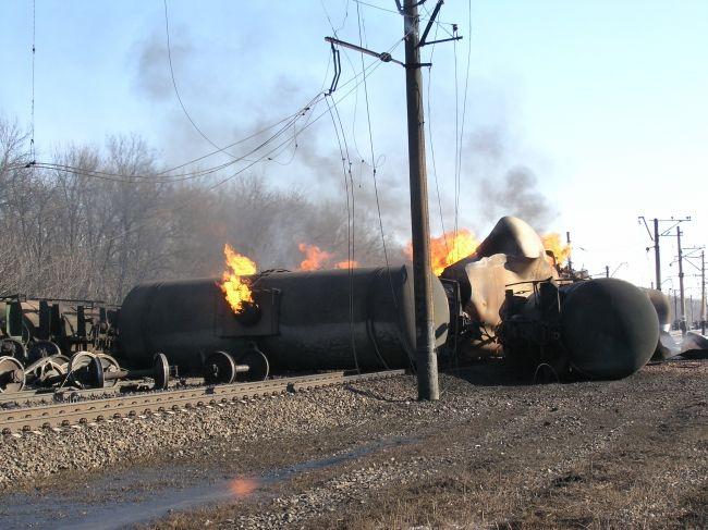 На Донбассе потушили горящие цистерны с газом