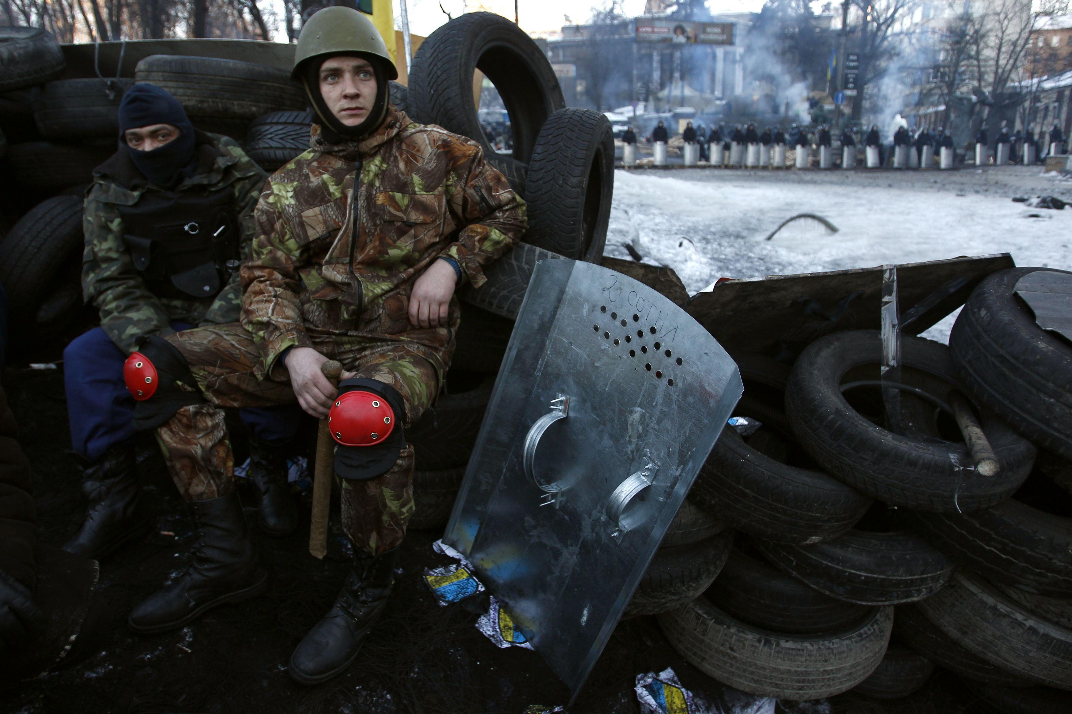 На баррикадах на Грушевского осталось 50 активистов