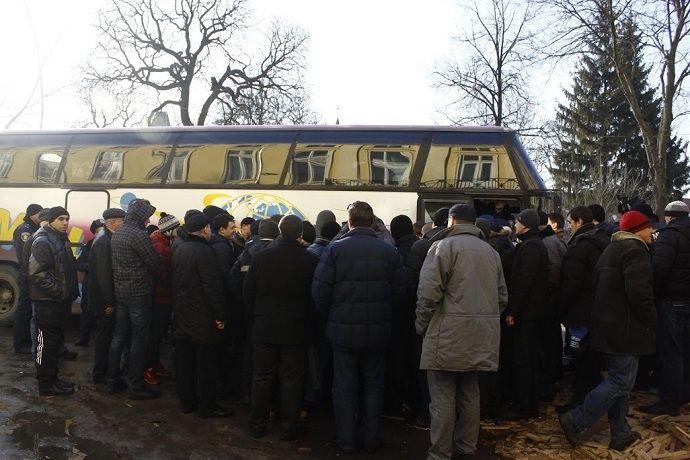 """Свободовцы заблокировали автобус """"титушек"""""""