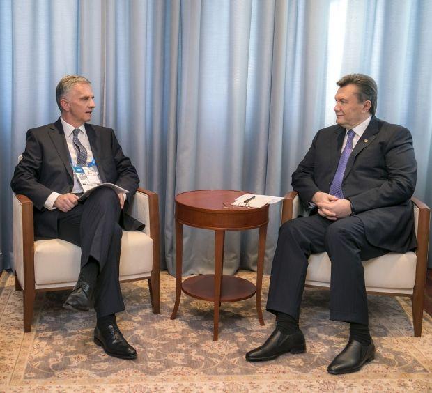 Виктор Янукович и Дидье Буркхальтер