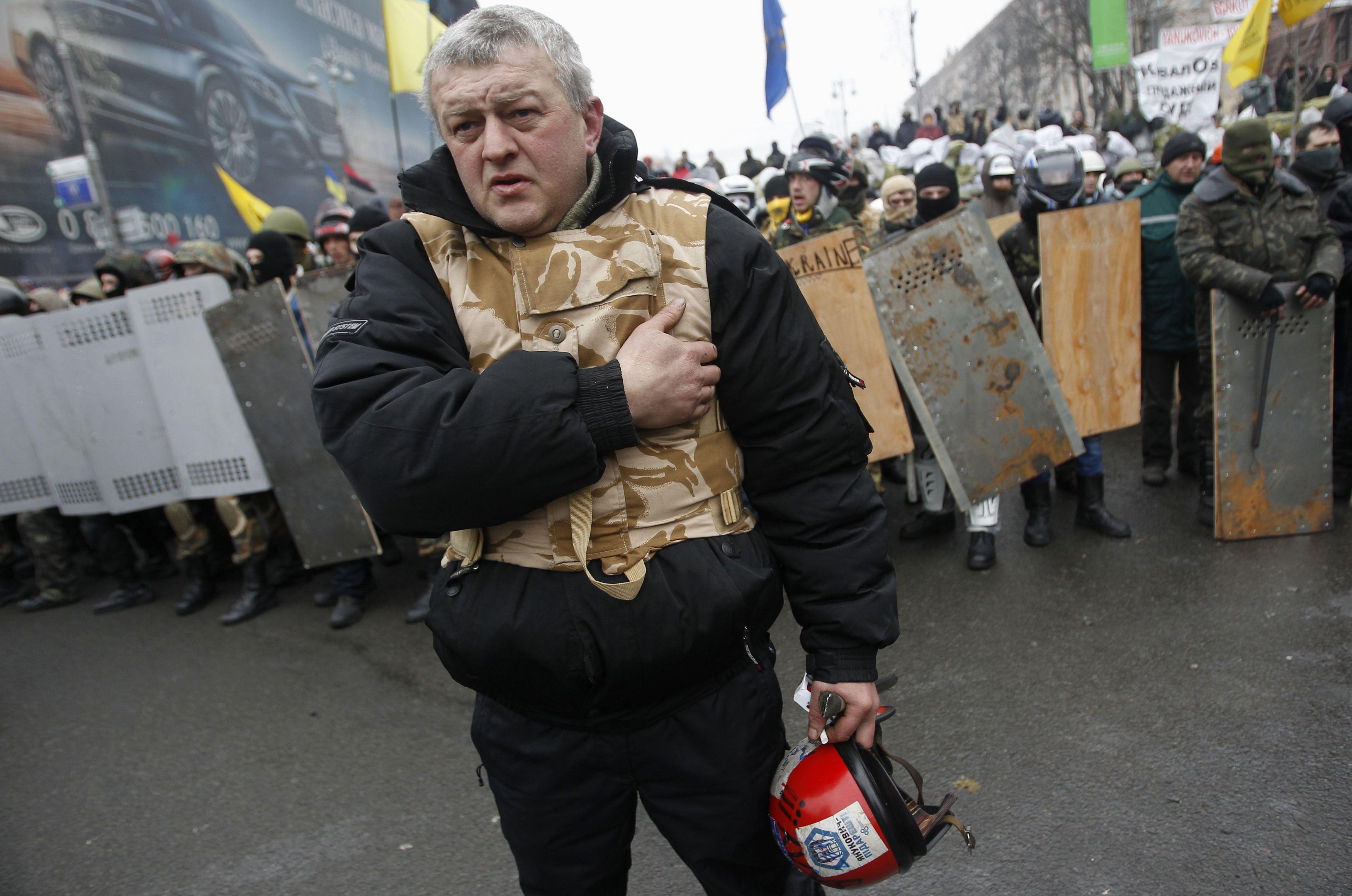 Активисты Майдана во время шествия в Киеве