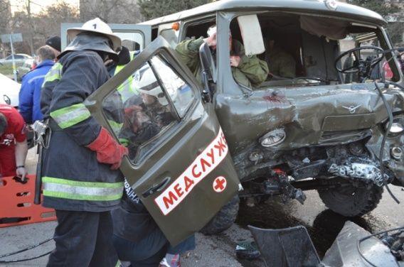 В ДТП погиб украинец и пострадали 7 российских моряков