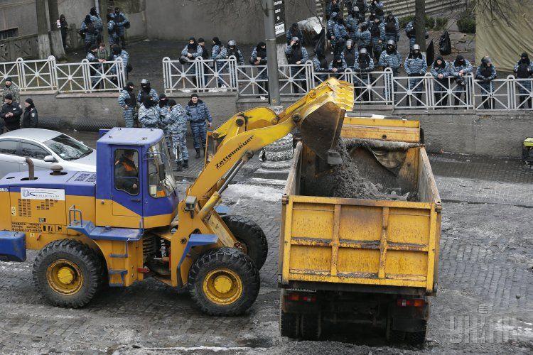 Уборка баррикад на Грушевского