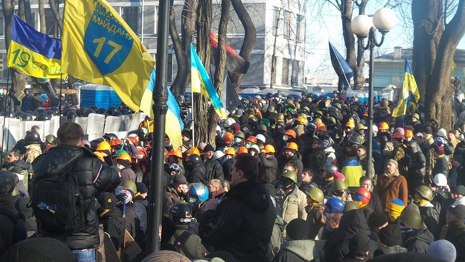 Захват грузовиков на Грушевского: опубликованы фото и видео