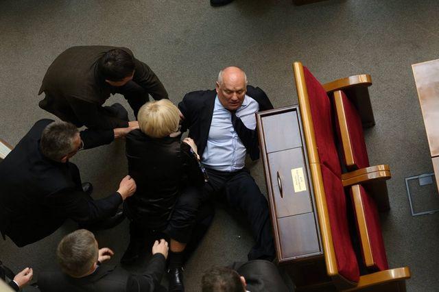Фарион в Раде побила коммуниста: регионалы бегут из зала, опубликованы фото