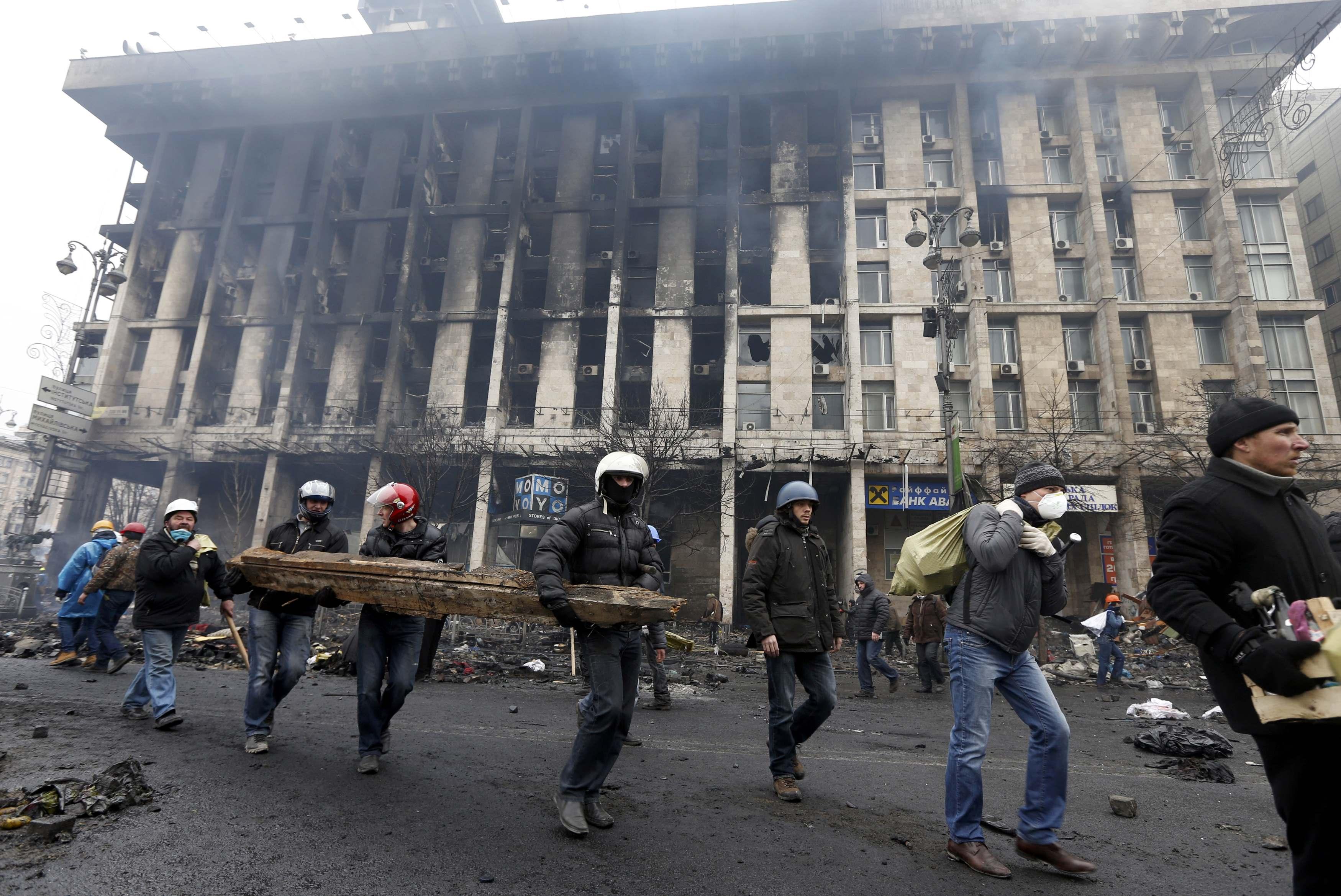 Укрепление баррикад на Майдане