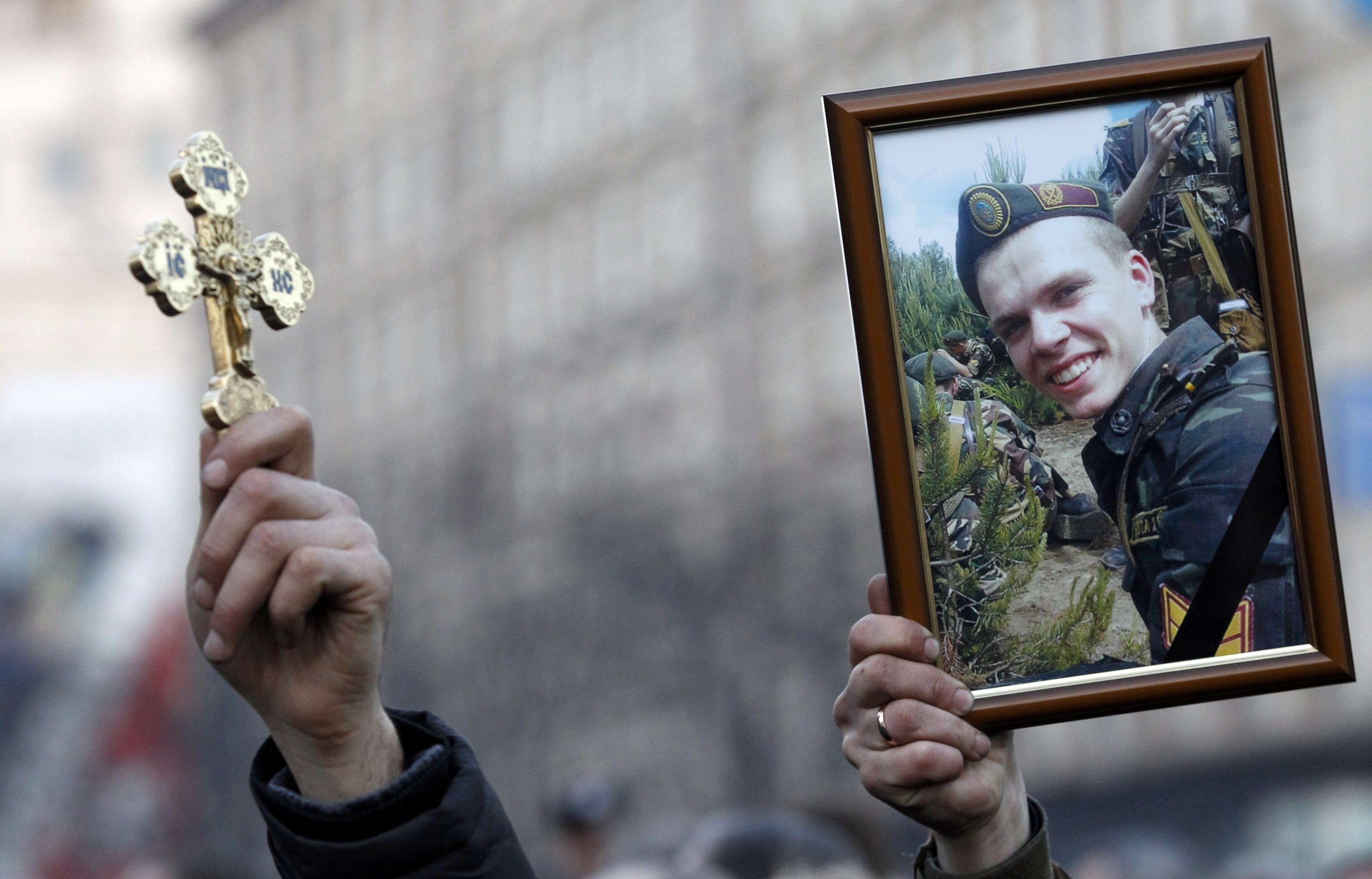 Украина скорбит по жертвам столкновений на Майдане