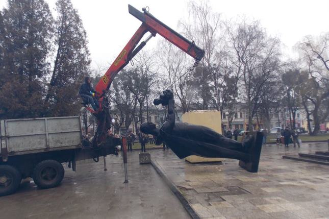 Снос памятника советским воинам