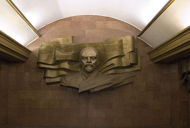 Ленин на метро