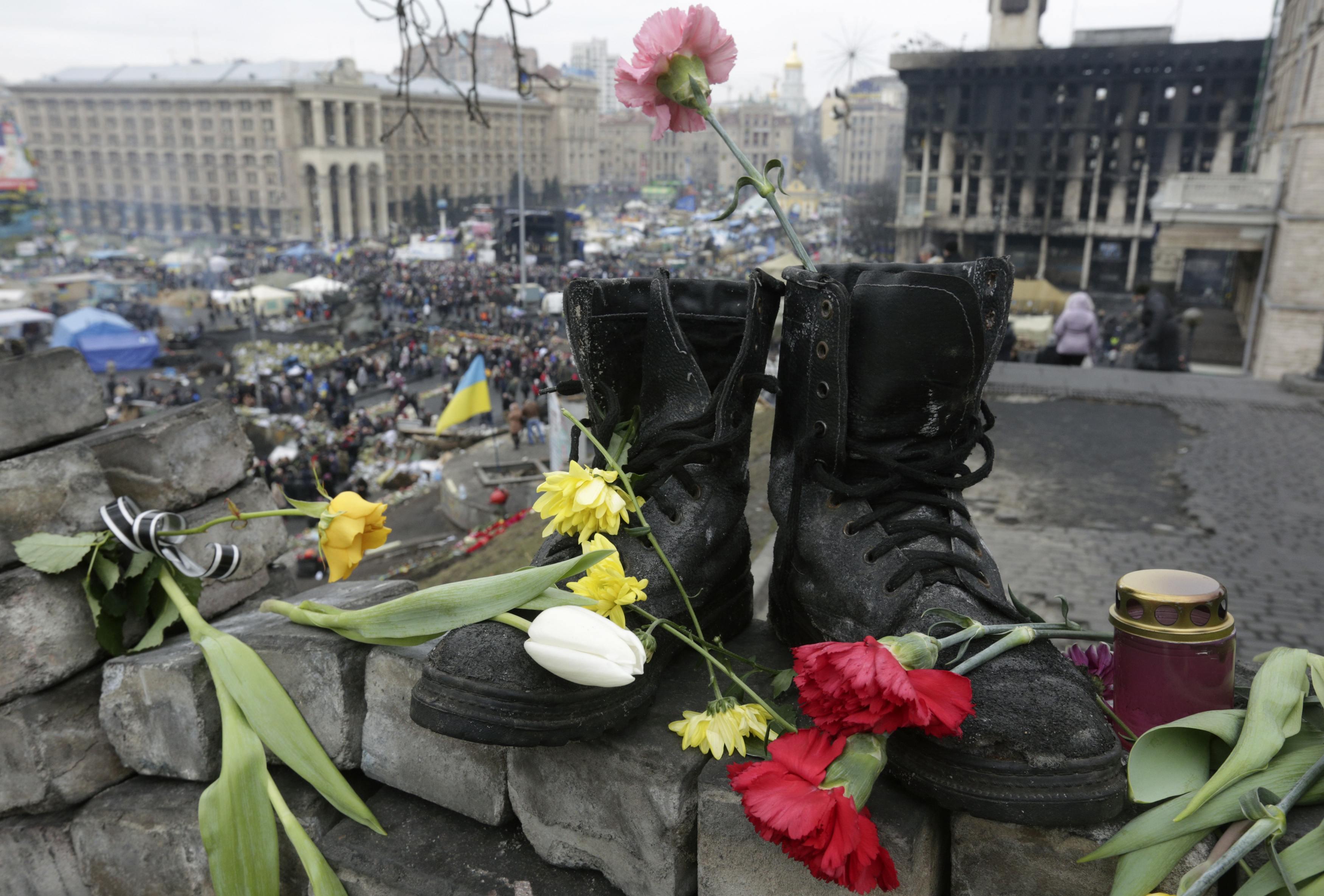За несколько дней уличных боев в Киеве погибли более 80 человек
