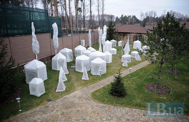 Имение Захарченко: теннисные корты и вертолетная площадка, опубликованы фото
