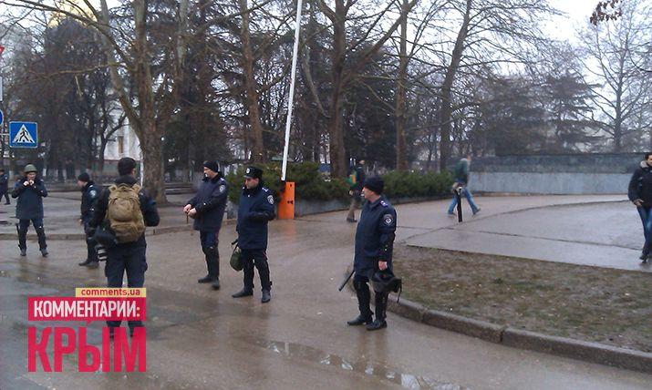 Над зданием парламента и правительства Крыма подняли российский флаг: опубликованы фото