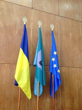 Заседание горсовета прошло с тремя флагами