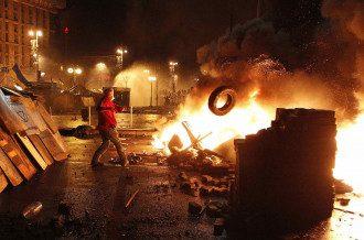 """Експерт застеріг, що Зеленський ризикує спровокувати збройний конфлікт та """"запалити"""" Київ своїми намірами говорити з бойовиками / Reuters"""