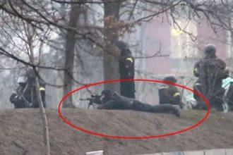 Снайпер расстреливает митингующих