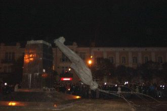 Снос памятника Ленину в Полтаве