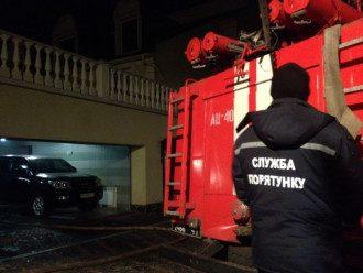 Пожарные возле дома сына Симоненко