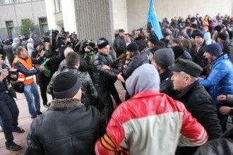 Акция у здания крымского парламента