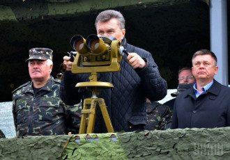 Виктор Янукович на военных учениях
